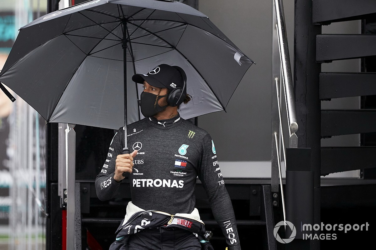 Hamilton: Bottas nem könnyítette meg a dolgom, hosszú az út az 1-es kanyarig