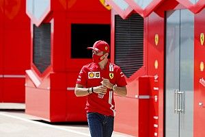 Leclerc szerint a vártnál jobb az időmérős tempójuk, de így is van gond a Ferrarinál