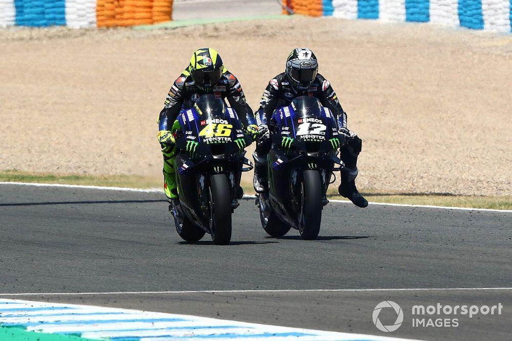 """Viñales: """"Detrás de Rossi el calor era insoportable, tuve que parar"""""""