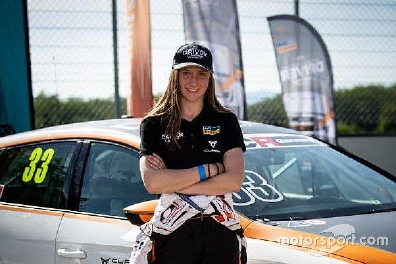 """Erst Rennfahrerin der """"Autoscout24 und Cupra Young Driver Challenge"""" an einem ADAC TCR-Germany Rennen"""