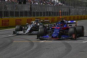 Belső kamerás nézetből is Kvjat szenzációs manővere a McLaren ellen