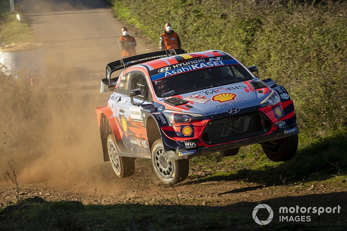 WRC, Rally Italia, PS10: Neuville è super e torna secondo!