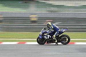 Diburu Marquez, Rossi terjatuh