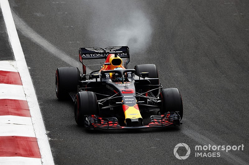 "Horner hopes Ricciardo can escape ""dark cloud"""