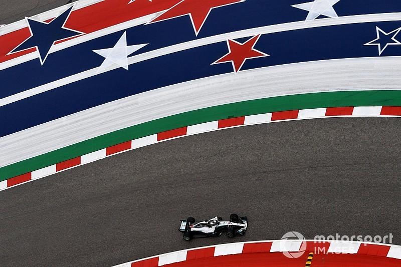 Hamilton topt door regen geteisterde tweede training, Verstappen derde