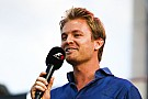 Egy nagyon megható fotó Rosbergről és a kislányáról