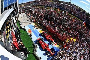 Het verhaal achter de foto: Vettel geniet van de zee aan fans