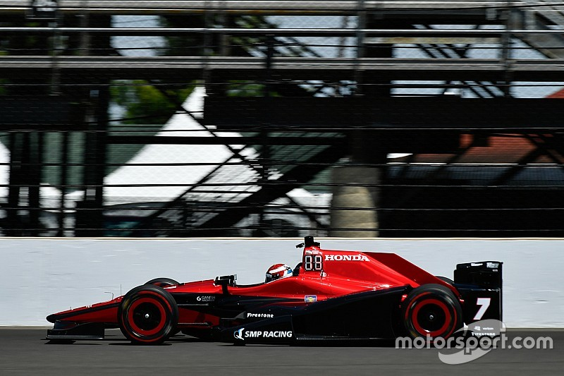 Óriási mentés az IndyCar-ban