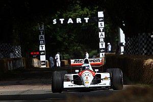 """Nyck de Vries rijdt met oude McLaren van Senna: """"Onbeschrijflijk"""""""