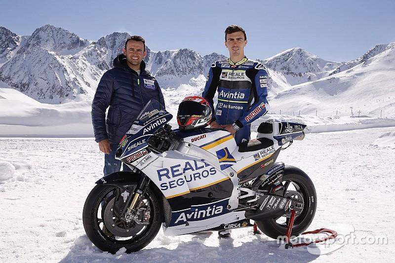 Photos - Présentation dans la neige pour la Ducati de Baz et Barberá