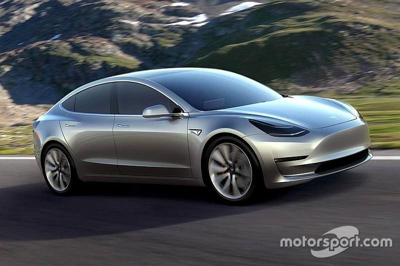 """Elon Musk: """"We moeten productie Tesla Model 3 waarschijnlijk uitstellen"""""""