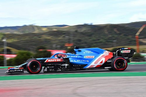 """Alonso """"dühös"""" volt az időmérő után, a futamon aztán mindenkin átgázolt"""