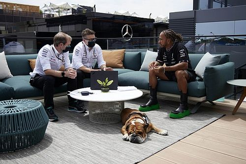 Hamilton Mulai Bicarakan Kontrak Baru dengan Mercedes