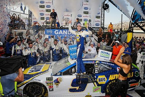 Chase Elliott takes first oval win in dramatic finish at Dover