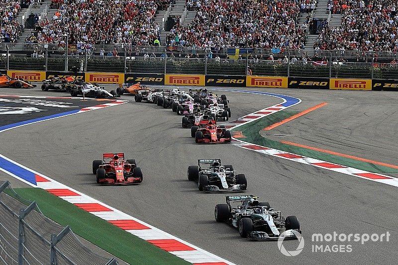 """Vettel: Hamilton et Bottas """"travaillent très bien ensemble"""""""