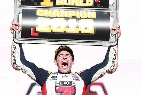 Fotogallery MotoGP: Marc Marquez festeggia a Motegi il suo settimo titolo