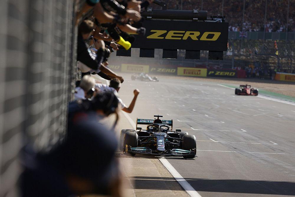 Hamilton, simülatörün faydalarını görüyor