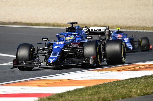 """Alonso """"chanceux"""" d'avoir évité un crash en se battant avec Sainz"""
