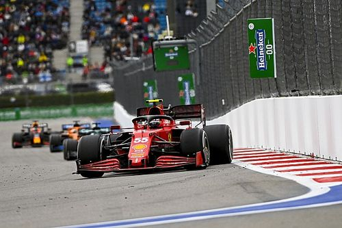 """F1: Sainz atribui pódio a """"decisão correta na hora correta"""" com pneus de chuva"""