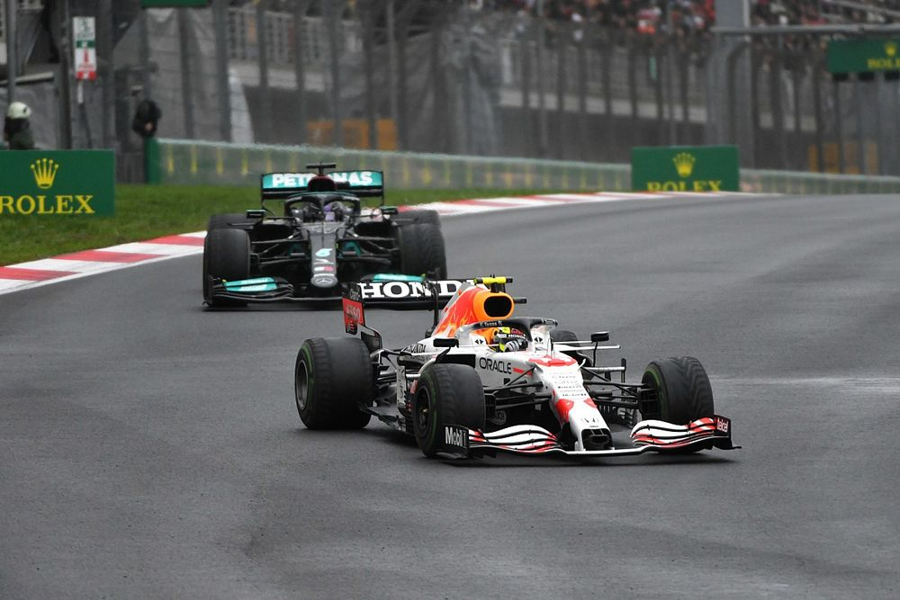 """Perez over duel met Hamilton: """"Gevecht kwam op m'n zwakste moment"""""""