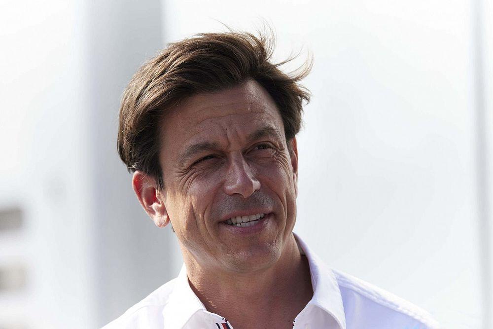 Wolff: Extra clausules in contract Albon om Mercedes te beschermen