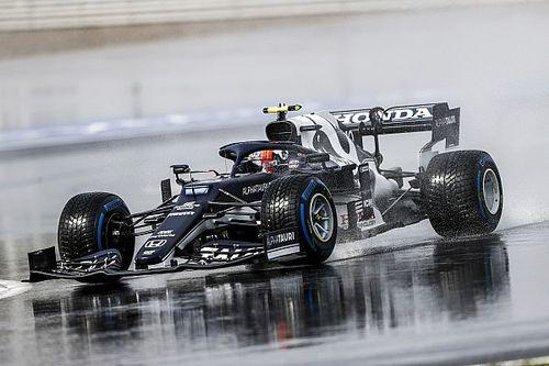 Gasly blijft Verstappen voor in natte derde training, Hamilton P18