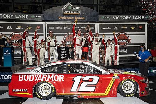 Daytona NASCAR: Blaney survives to win in wreck-marred finish