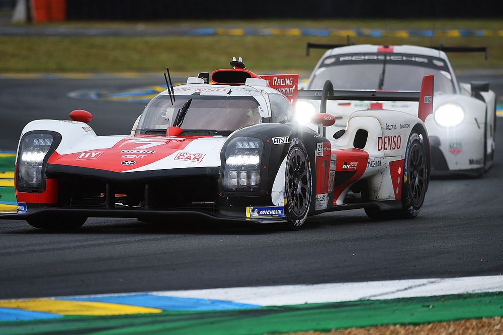 Le Mans 24 Hours: #7 Toyota holds lead over #8 after four hours