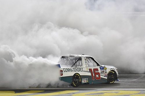 Austin Hill beats Chastain for Las Vegas Truck win
