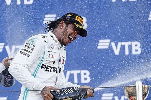 Hamilton wint in Rusland met hulp van VSC, Verstappen vierde