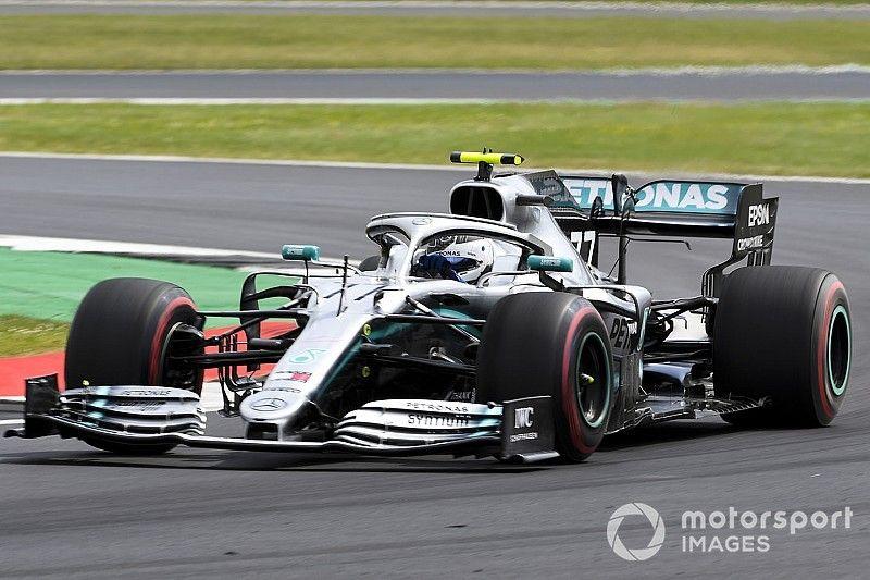 Bottas supera a Hamilton por 0s069 en el viernes de Silverstone