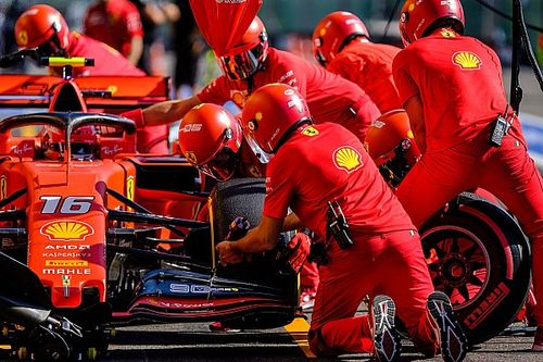 Újabb Ferrari-siker Belgiumban, Hamilton falnak ment