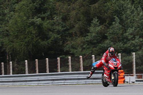 VÍDEOS: Acidentes incríveis marcam dia de MotoGP na República Tcheca