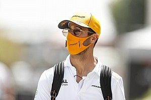 "Ricciardo: ""Idiots"" behind F1 using crashes for social media strategy"