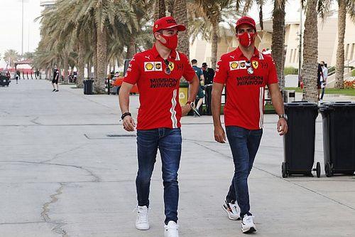 Villeneuve Sebut Sainz Rival Terberat Leclerc