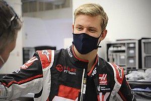 Schumacher: ''Haas'ın yeni aracı 'çekici ve cesur' görünüyor''