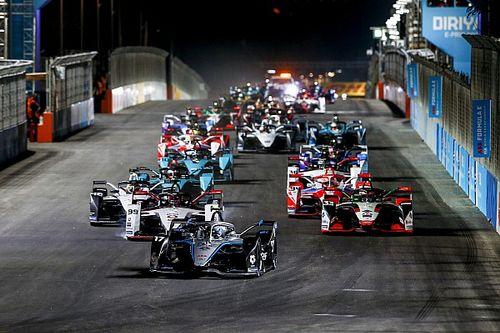 De Vries gana la primera carrera nocturna de la Fórmula E