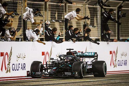 Hamilton wint in Bahrein na lange code rood voor crash Grosjean