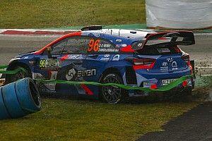 Финал WRC в Монце проходит весело: у Ожье запотело лобовое, Невилль застрял в сетке