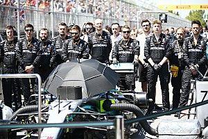 Vettel büntetésén vitáztak, közben Hamilton győzelme az FIA és a Renault jóindulatán múlt