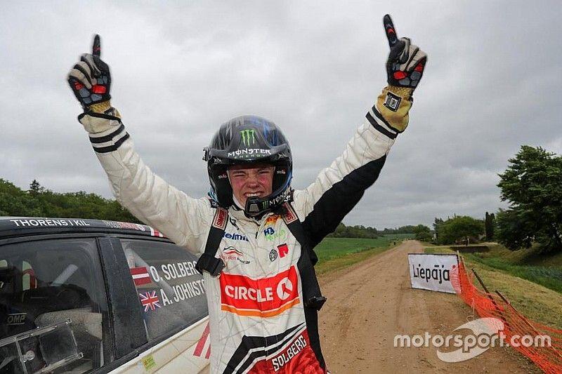 Stratosferico Oliver Solberg: trionfo a Liepāja a 17 anni debuttando su terra con la Polo R5!