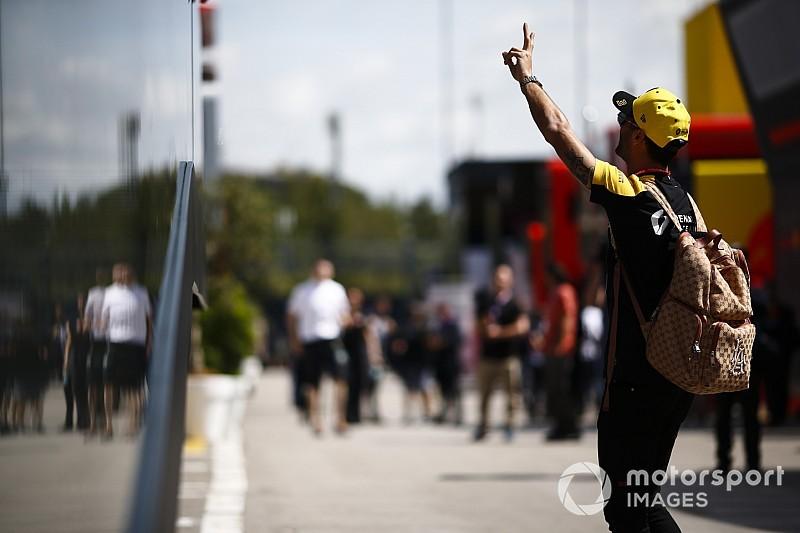 Stílusos: Ricciardo egy Vespán térképezte fel Monacót - videó