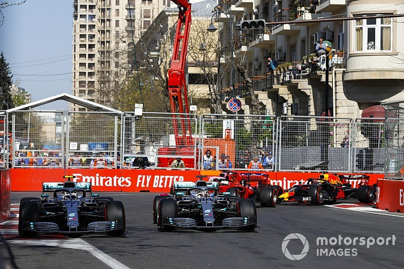 "Hamilton was ""too friendly"" with Bottas at start"