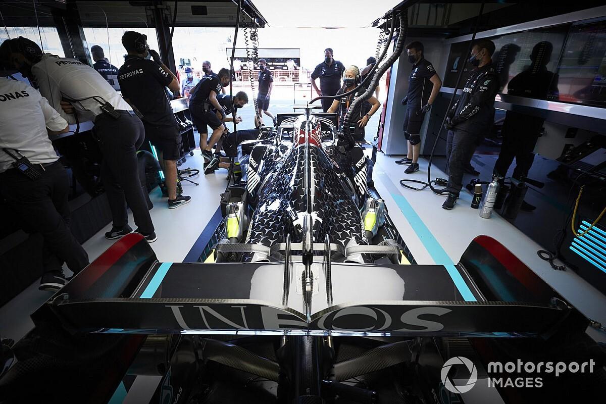 """Mercedes dice tener """"algunos problemas"""" con el motor"""