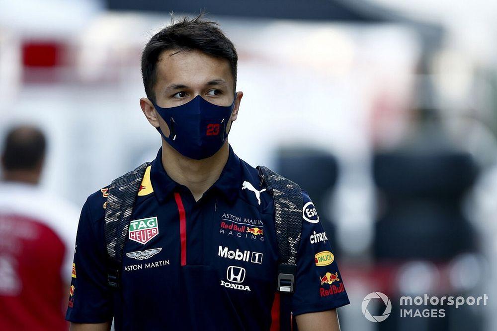 Podcast: Hoelang blijft Red Bull nog achter Albon staan?