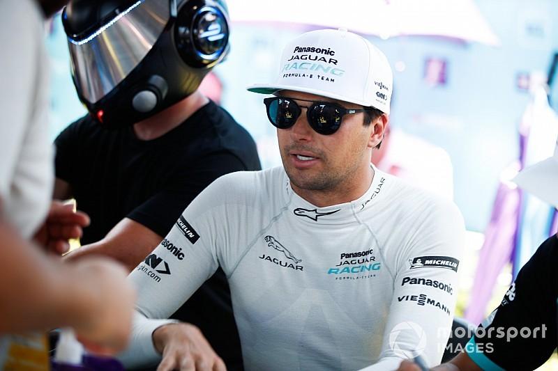 Em fim de semana ruim na pista, Piquet resgata cachorro ferido em Santiago