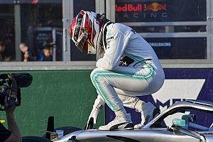 Hamilton logra pole y récord en Australia