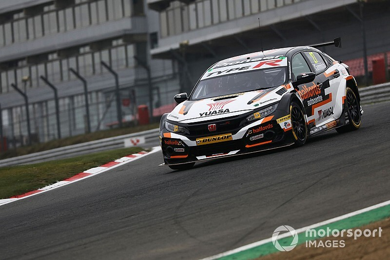Brands Hatch BTCC: Turkington spin hands Cammish points lead