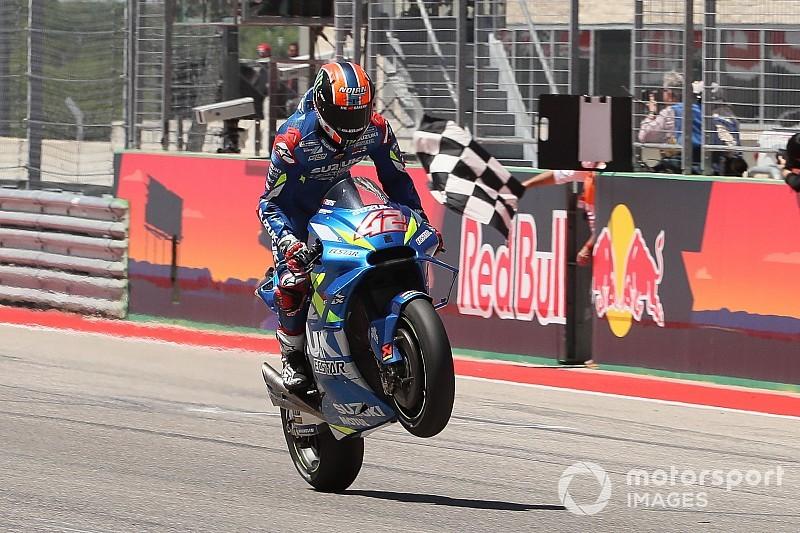Rins se impone a Rossi en Austin para estrenarse en MotoGP y Márquez se cae
