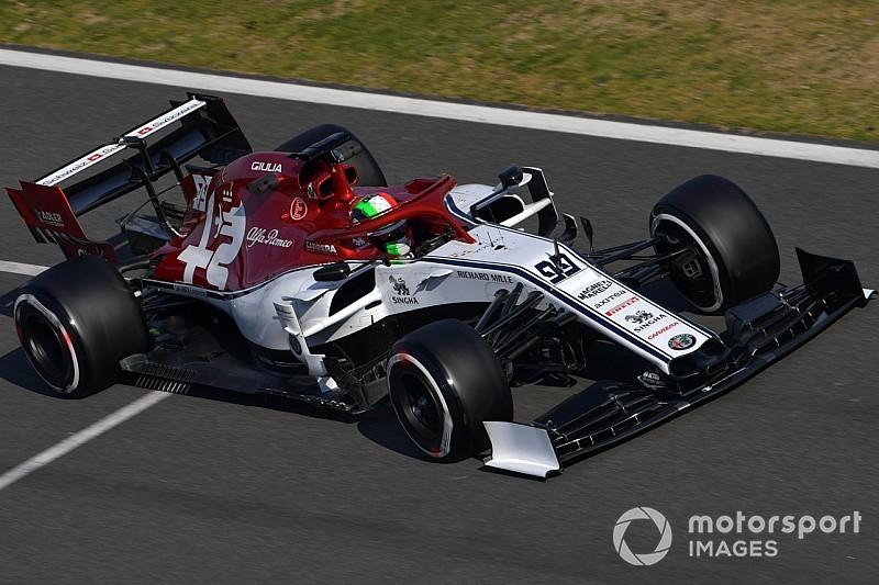 """Giovinazzi: """"Hız denemesi yapmayan"""" Alfa Romeo her geçen gün daha iyi hale geliyor"""
